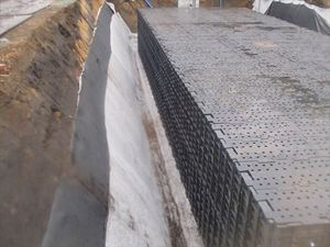 15・パネケーブ側面防水シート敷設